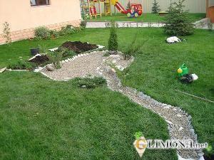 Сухой ручей на своём участке — отличная альтернатива настоящему
