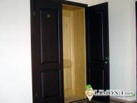Двойная дверь на входе