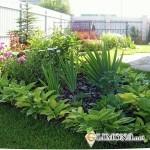 Как украсить большой газон