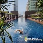 Природный бассейн в стиле с окружающим ландшафтом