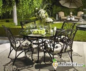 kovannie-stoli-dlya-dachi