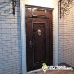 Чем обшить старую деревянную дверь: советы специалистов